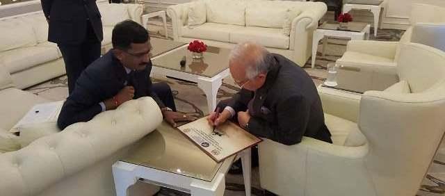 najib-signing-in-tamil-kamalanathan